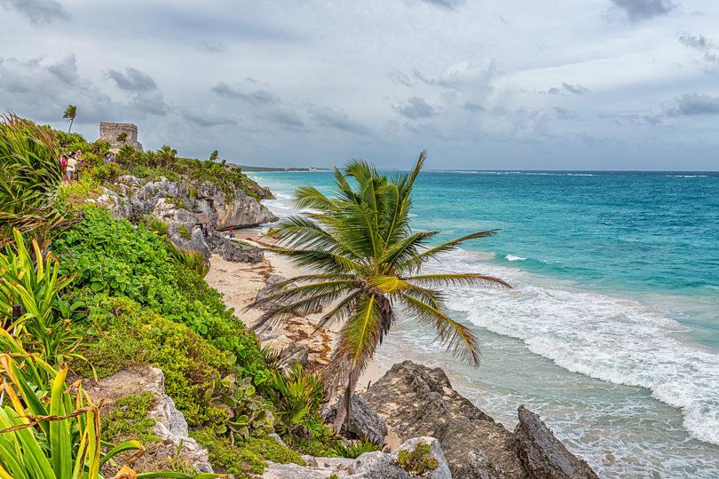 Die Pyramiden von Tulum an der Karibik zählen zu den Highlights von Yucatán